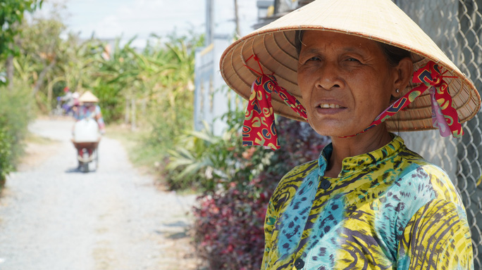 Nông dân miền Tây xếp hàng dài chờ nước ngọt trong cảnh hạn mặn - Ảnh 6.