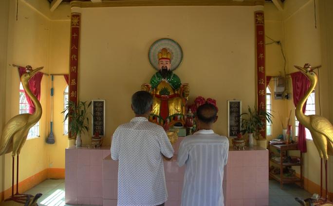 Cả xóm cùng lo hương khói đền thờ Vua Hùng - Ảnh 5.