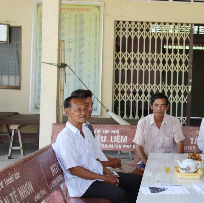 Cả xóm cùng lo hương khói đền thờ Vua Hùng - Ảnh 3.