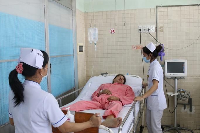 Kịp thời cứu sống bệnh nhân đột quỵ khi đang điều trị lupus ban đỏ - Ảnh 1.