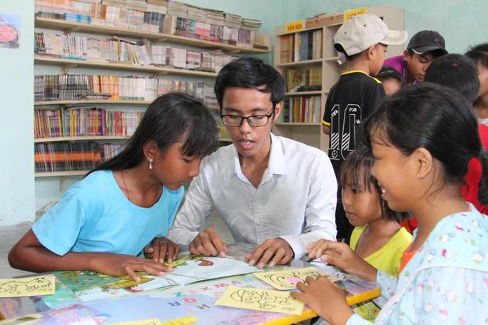 Lập thư viện phục vụ cộng đồng - Ảnh 1.
