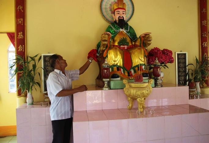 Cả xóm cùng lo hương khói đền thờ Vua Hùng - Ảnh 4.