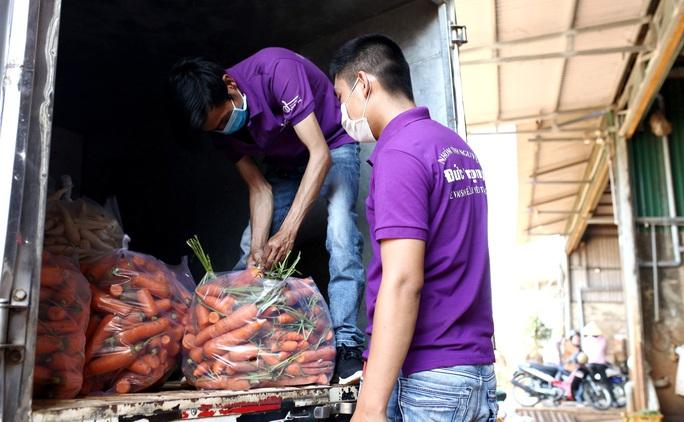 Nghĩa tình người Đà Lạt tặng gần 4 tấn rau củ cho vùng dịch Covid-2019 ở Ninh Thuận - Ảnh 2.