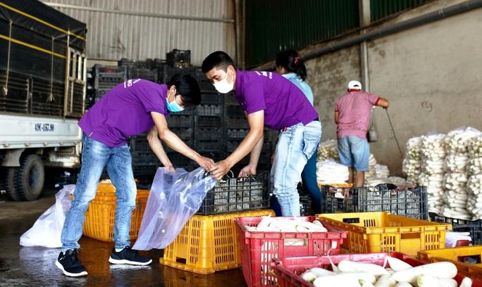 Nghĩa tình người Đà Lạt tặng gần 4 tấn rau củ cho vùng dịch Covid-2019 ở Ninh Thuận - Ảnh 1.