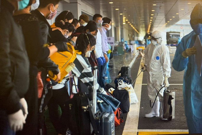 Hôm nay 23-3, gần 800 hành khách về sân bay Nội Bài, Vân Đồn - Ảnh 1.