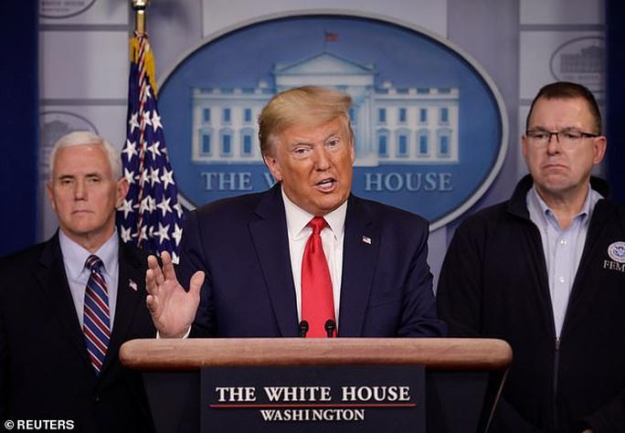 Hơi khó chịu với Trung Quốc, Tổng thống Trump tăng tốc chống Covid-19 - Ảnh 1.