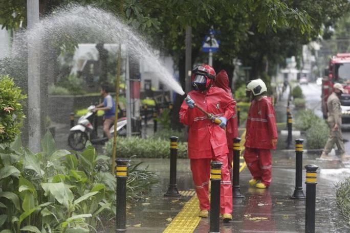 Covid-19: Jakarta hỗn loạn vì tình trạng khẩn cấp - Ảnh 2.