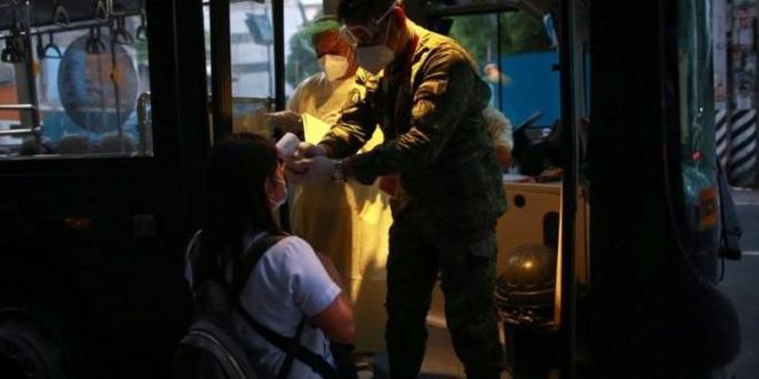 Covid-19: Jakarta hỗn loạn vì tình trạng khẩn cấp - Ảnh 3.
