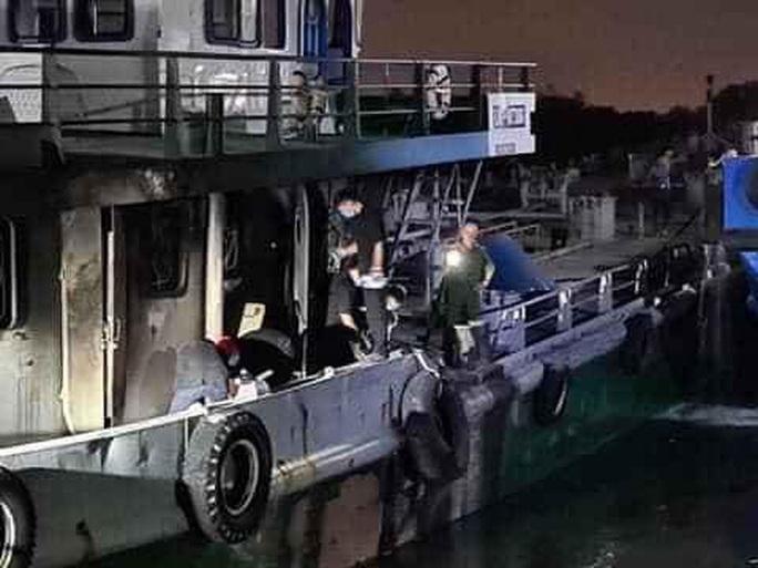 Vụ cháy tàu chở xăng trên sông Đồng Nai: Tìm thấy thi thể thứ 3 trong buồng lái - Ảnh 2.