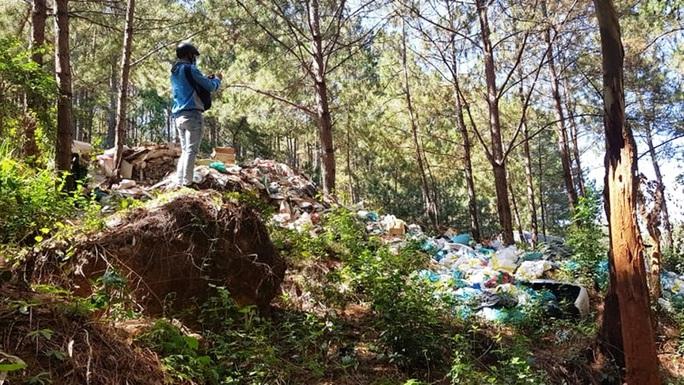 Chùm ảnh rác bủa vây Đà Lạt nhếch nhác, ô nhiễm - Ảnh 1.