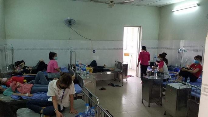 Hơn 150 công nhân nhập viện sau bữa cơm chay - Ảnh 1.