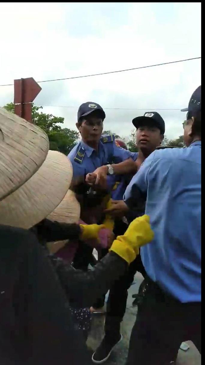 Đánh tiểu thương, nhân viên chợ Đông Hà bị phạt 2 triệu đồng - Ảnh 1.