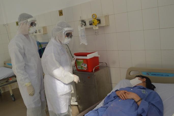CLIP: Bệnh viện lớn nhất miền Tây diễn tập phòng, chống dịch Covid-19 - Ảnh 6.