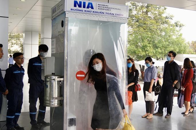 Sân bay Nội Bài thần tốc sản xuất buồng khử khuẩn toàn thân - Ảnh 8.