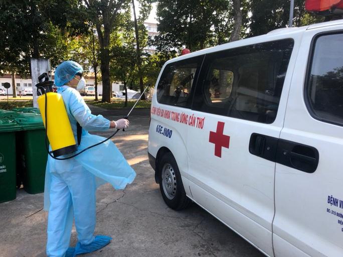 CLIP: Bệnh viện lớn nhất miền Tây diễn tập phòng, chống dịch Covid-19 - Ảnh 2.