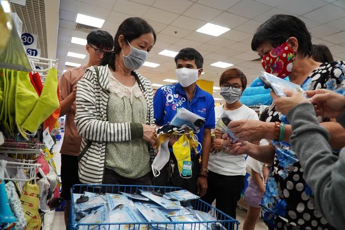Phát hiện siêu thị không bán khẩu trang vải kháng khuẩn, báo ngay Sở Công Thương TPHCM - Ảnh 2.