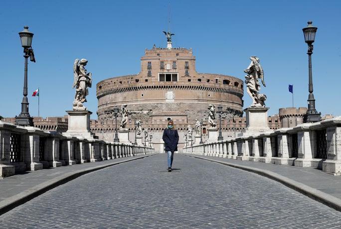 Covid-19: Giới chức Ý thận trọng trước tín hiệu tích cực đầu tiên - Ảnh 2.