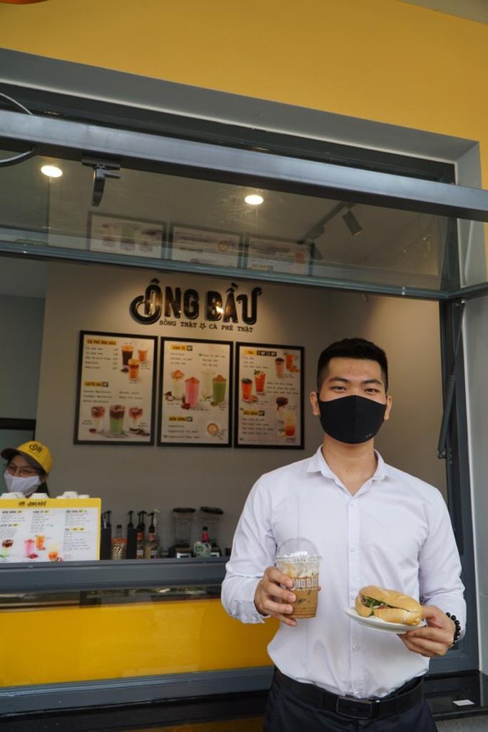 Bánh mì và cà phê - sự kết hợp hoàn hảo tạo nên phong vị riêng của Sài Gòn - Ảnh 1.