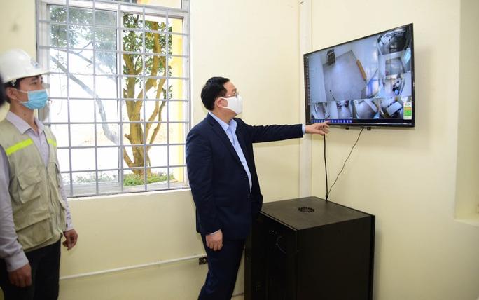 Bí thư Vương Đình Huệ trực tiếp thị sát bệnh viện dã chiến làm trong 7 ngày - Ảnh 1.