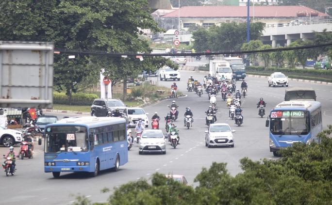Kiến nghị ngưng buýt sông, xe buýt không chở quá 20 khách - Ảnh 1.