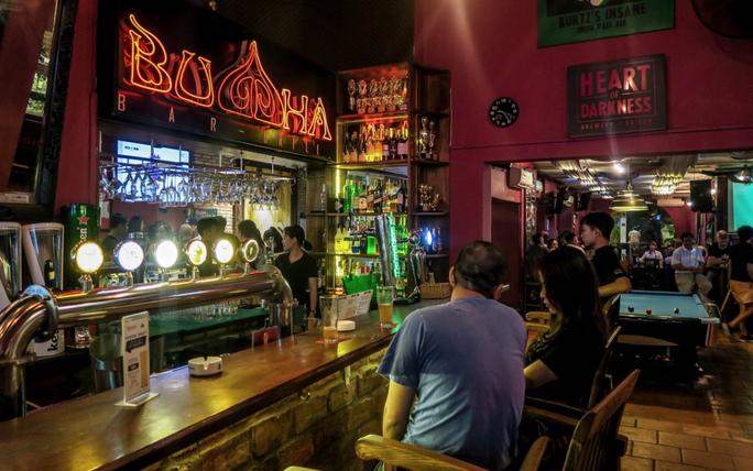 8 ca mắc Covid-19 tại quán bar Buddha ở TP HCM đã đi những đâu? - Ảnh 1.