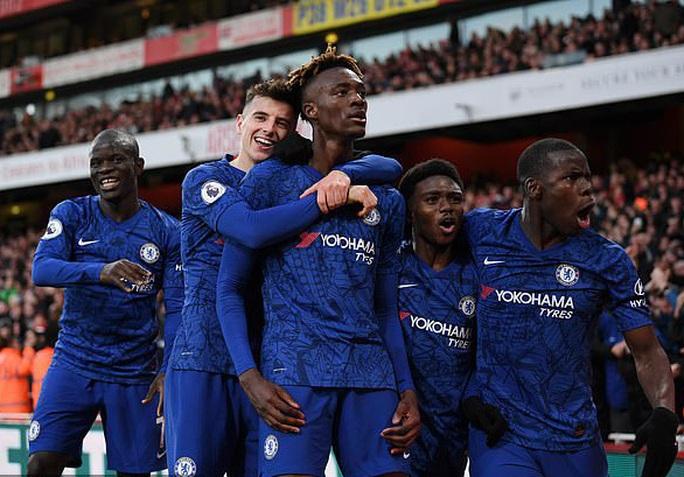 Chelsea tiếp tế hàng độc cho dàn cầu thủ ngôi sao đang cách ly - Ảnh 4.