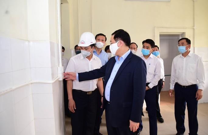 Bí thư Vương Đình Huệ trực tiếp thị sát bệnh viện dã chiến làm trong 7 ngày - Ảnh 2.