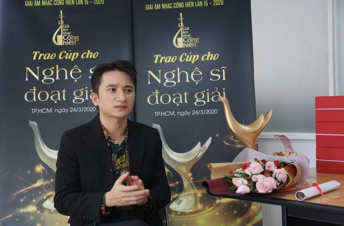 Hoàng Thùy Linh thắng poker tại giải Cống hiến - Ảnh 3.
