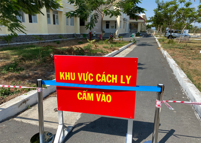 53 nhân viên Bệnh viện Bình Chánh phải cách ly, Sở Y tế TP HCM chỉ đạo hỏa tốc - Ảnh 1.