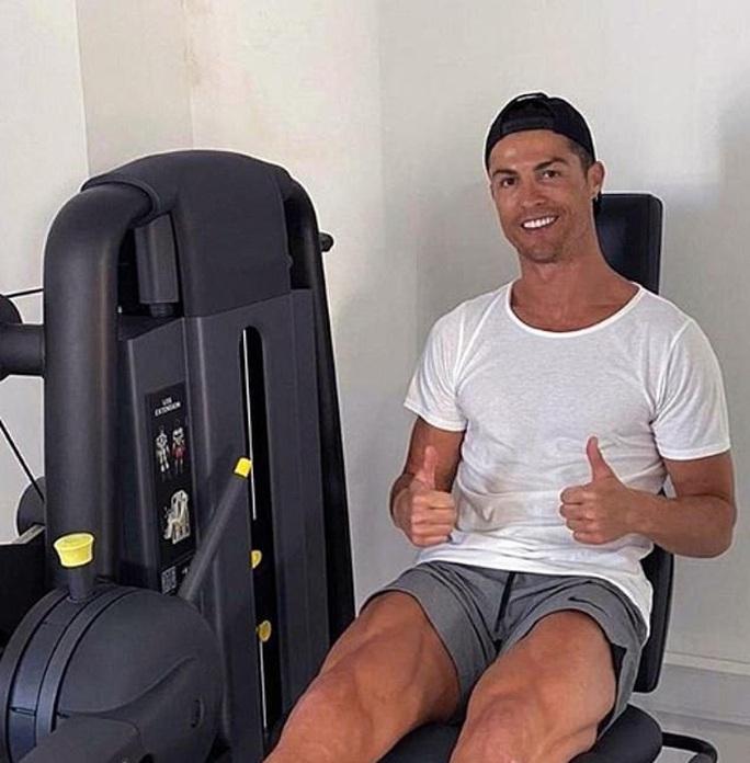 Choáng với body siêu nhân tuổi 35 của Ronaldo giữa mùa dịch - Ảnh 4.
