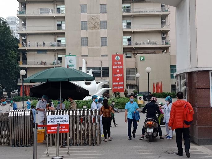 Hỏa tốc rà soát người vừa trở về từ ổ dịch ở Bệnh viện Bạch Mai - Ảnh 1.