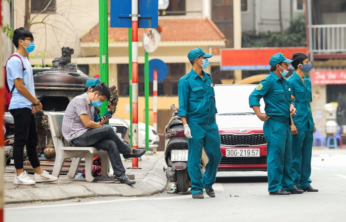 CLIP: Cận cảnh toà nhà Tân Hoàng Minh có ca bệnh Covid-19 bị cách ly - Ảnh 5.