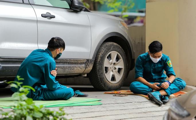 CLIP: Cận cảnh toà nhà Tân Hoàng Minh có ca bệnh Covid-19 bị cách ly - Ảnh 7.