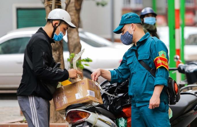 CLIP: Cận cảnh toà nhà Tân Hoàng Minh có ca bệnh Covid-19 bị cách ly - Ảnh 8.