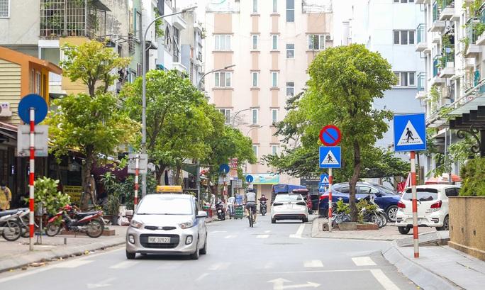 CLIP: Cận cảnh toà nhà Tân Hoàng Minh có ca bệnh Covid-19 bị cách ly - Ảnh 16.