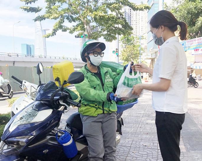 Số người cách ly tăng cao, Saigon Co.op phục vụ đến 30.000 suất ăn mỗi ngày - Ảnh 2.