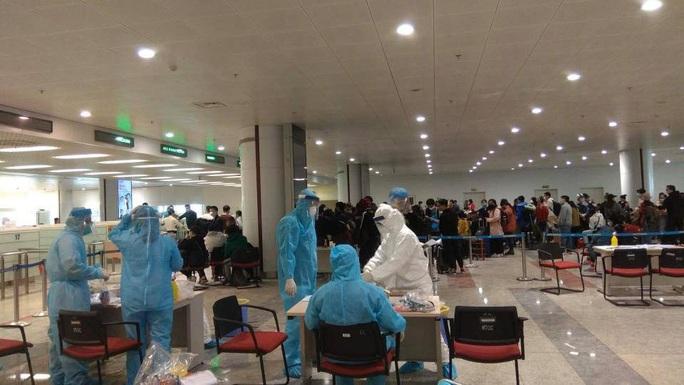 Dừng đưa công dân Việt Nam từ các nước về sân bay Nội Bài - Ảnh 1.