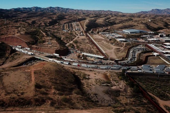 Thời thế thay đổi, Mexico cấm cửa dân Mỹ - Ảnh 1.