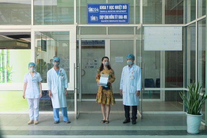 Đà Nẵng xuất viện 3 bệnh nhân mắc Covid-19: Niềm tự hào của đội ngũ y bác sĩ điều trị - Ảnh 2.