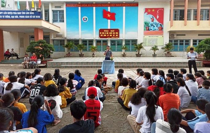 Bắt hiệu trưởng Trường Nội trú liên huyện tham ô 11 tỉ đồng - Ảnh 1.