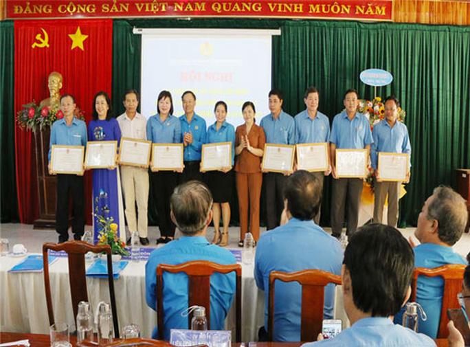 Bình Phước: Khen thưởng lao động nữ Giỏi việc nước, đảm việc nhà - Ảnh 1.