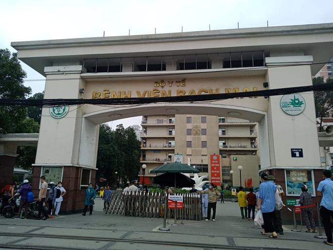 """Chủ tịch Hà Nội: Bệnh viện Bạch Mai là ổ dịch, phải làm làm rõ khái niệm """"ổ dịch và """"vùng dịch"""" - Ảnh 1."""