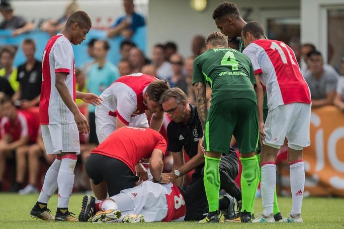 Tuyển thủ Ajax tỉnh dậy sau 3 năm hôn mê vì đột quỵ - Ảnh 2.