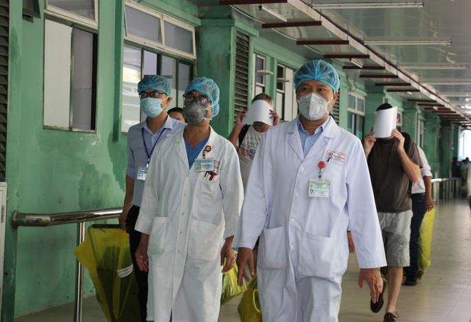 Đà Nẵng xuất viện 3 bệnh nhân mắc Covid-19: Niềm tự hào của đội ngũ y bác sĩ điều trị - Ảnh 3.