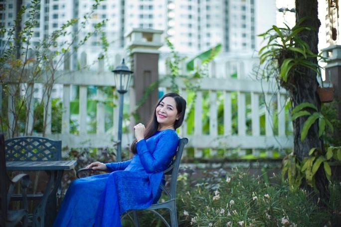 Con gái nuôi của danh hài Hoài Linh trao quà cho người dân vùng hạn mặn - Ảnh 7.