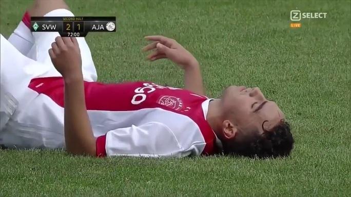 Tuyển thủ Ajax tỉnh dậy sau 3 năm hôn mê vì đột quỵ - Ảnh 1.