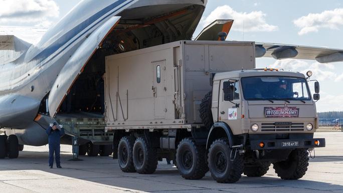 """Hàng viện trợ Covid-19 của Nga bị chê """"vô dụng"""" - Ảnh 1."""
