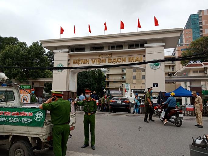 Gỡ lệnh phong tỏa Bệnh viện Bạch Mai từ 0 giờ ngày 12-4, khám chữa bệnh trở lại - Ảnh 1.