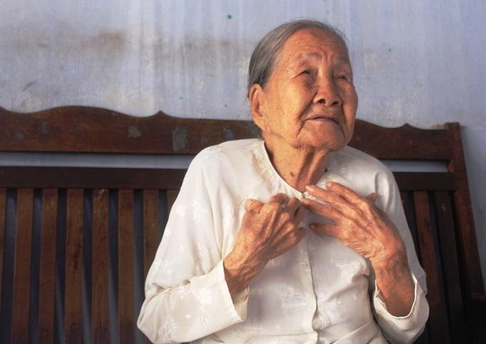 Covid-19: Cụ bà 93 tuổi làm việc lan tỏa, chủ quầy thuốc làm chuyện thất đức - Ảnh 4.