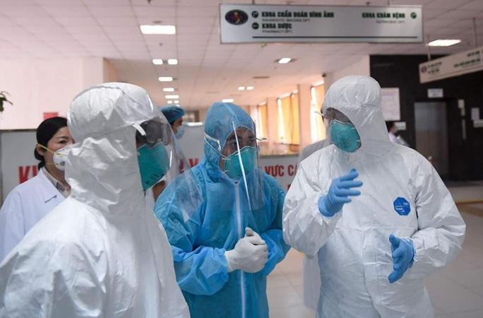 Thêm 6 ca Covid-19 mới, có 2 ca là nhân viên Bệnh viện Bạch Mai - Ảnh 1.